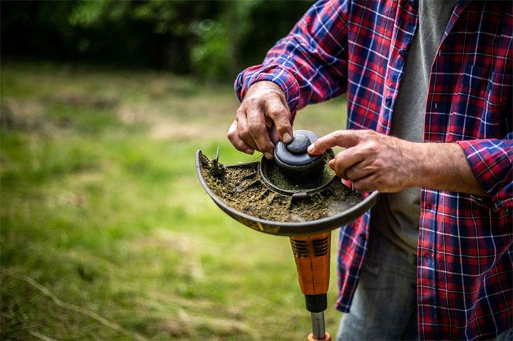 How to Clean Fuel Filter on Weed Eater